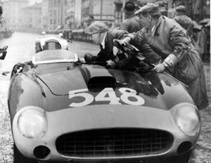 Mille Miglia 1956: l'arrivo vittorioso di Castellotti a Brescia